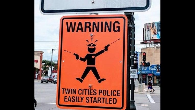 ca28e2cd-police sign-409162