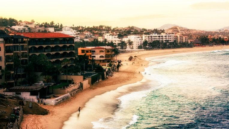 ed9dfc8d-Playa Costa Azul; San José del Cabo, México-404023._1497069089291