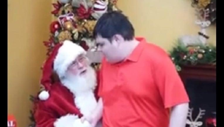 01445b0f-Santa Claus and Casey-401096