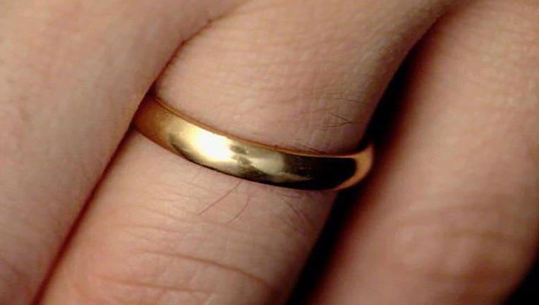 ab5a7cf3-wedding-ring_1444254845362.jpg