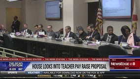 Florida looks to boost teacher pay