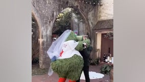 Man shocked to see baseball mascot during bride's first-look prank