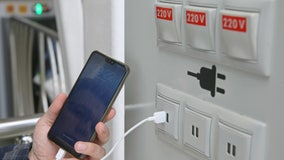 'Juice jacking': Officials warn holiday travelers of public USB charging stations infected with malware