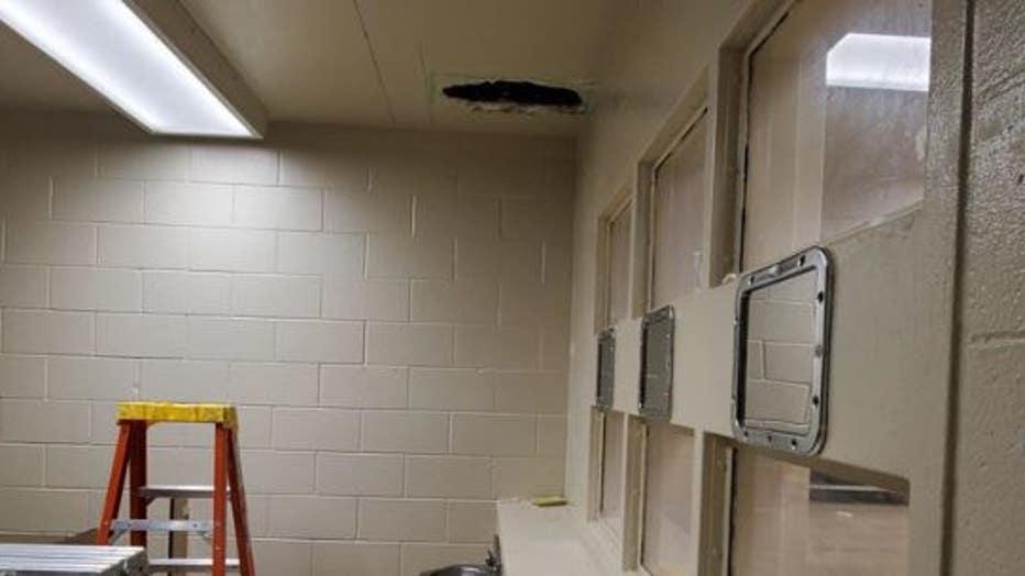 1ee3d2ac-jail-escape-bathroom.jpg