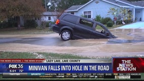 Couple pulled from sinking minivan
