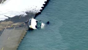 Salt truck plunges into Lake Michigan near Chicago Avenue