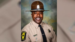 Woman kills retired trooper, self at Chicago-area cigar bar, police say