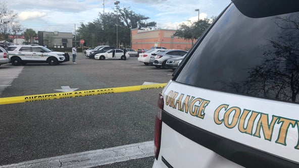 Orange County deputies searching for suspect after man shot in Publix parking lot