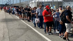 Racing fans wait in long lines to see president, Daytona 500