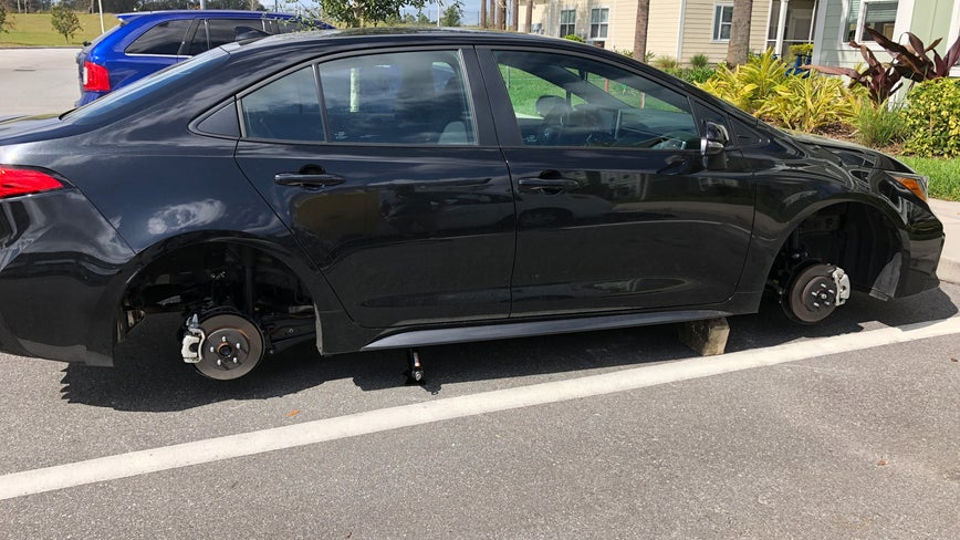 Wheels stolen off cars at Kissimmee apartment complex