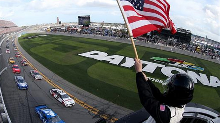 After Sunday rain delay, Daytona 500 now underway at Speedway