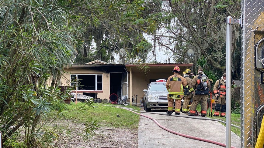 Pregnant woman escapes house fire in Florida with help from neighbor