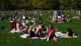 New York sends out 1,000 police officers to enforce social distancing as people pack parks