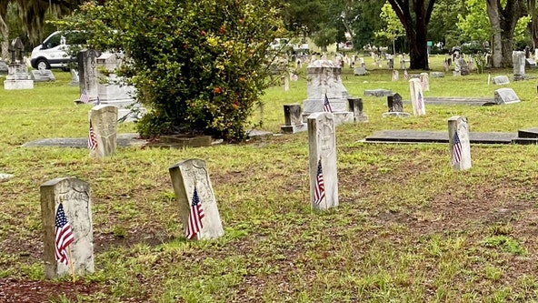 City holds Memorial Day drive-by ceremony at Florida cemetery where hundreds of veterans are laid to rest