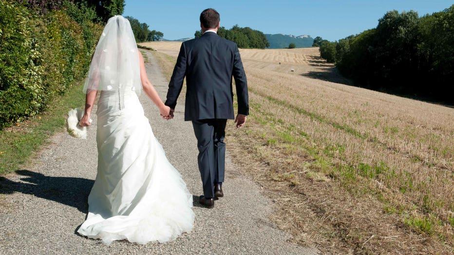 6faa7369-Couple of newlyweds