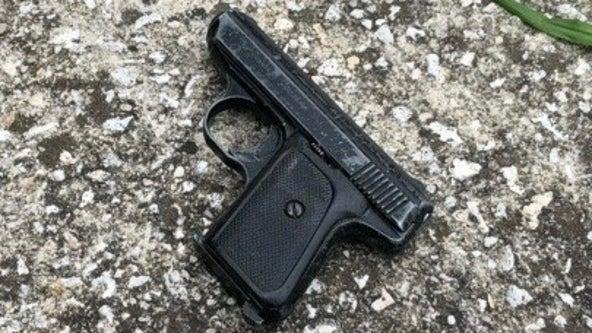 Man in Florida bar shows off gun, accidentally shoots himself: report