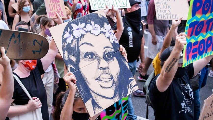 Oprah Winfrey sets up billboards outside Louisville, Kentucky for Breonna Taylor