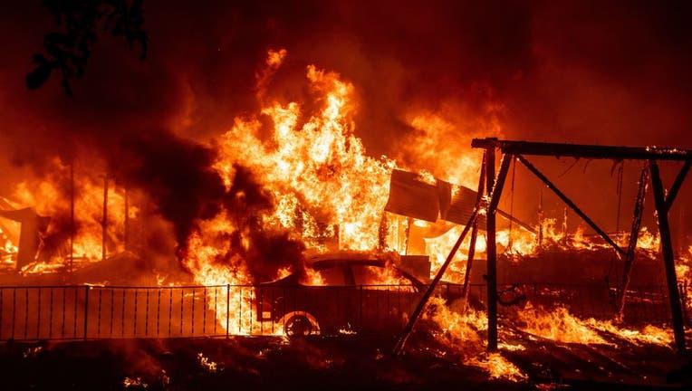 68bef117-TOPSHOT-US-CALIFORNIA-FIRE