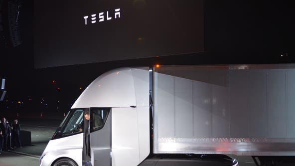 Elon Musk says Tesla Semi will go 621 miles per charge