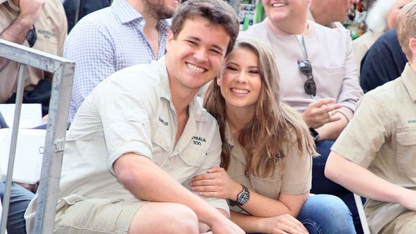 Bindi Irwin recreates family's adorable maternity photo: 'Special moment'