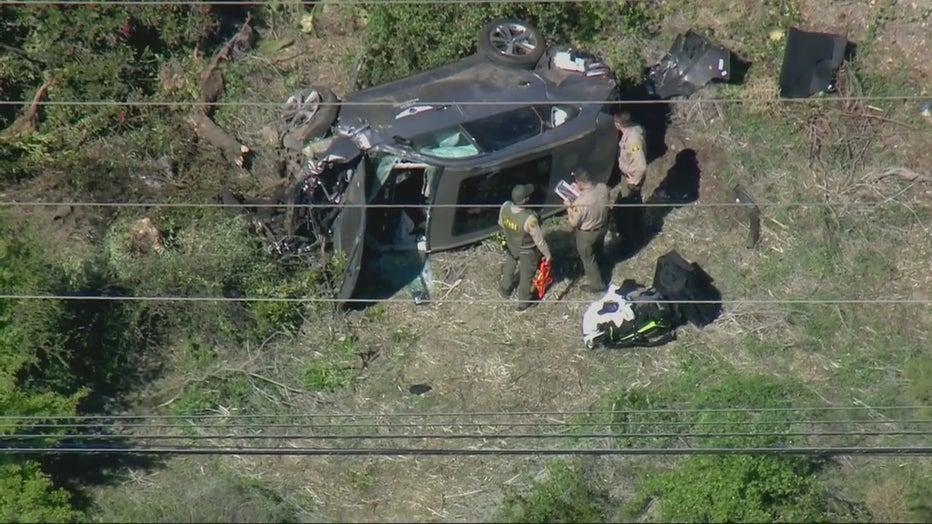 tiger-woods-crash-scene-investigation-1.jpg