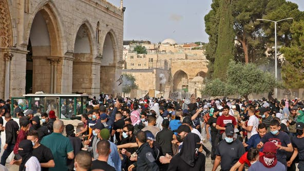 More than 300 Palestinians hurt in clash at Jerusalem holy site
