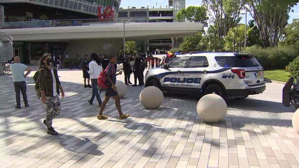 3 hurt in Florida mall shooting, suspects in custody, police say