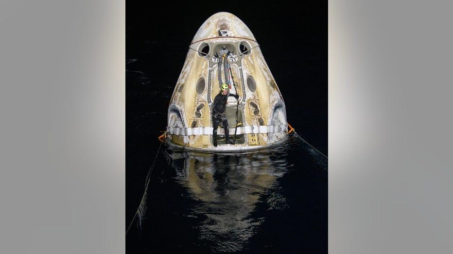 spacex crew-1 splashdown