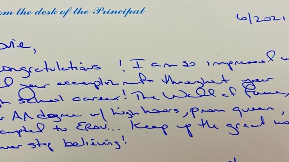 'So touching': Florida principal crafts personal notes for 459 graduates