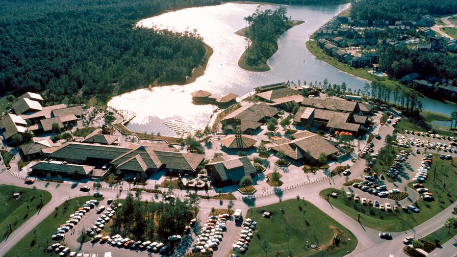 lake buena vista village shopping center