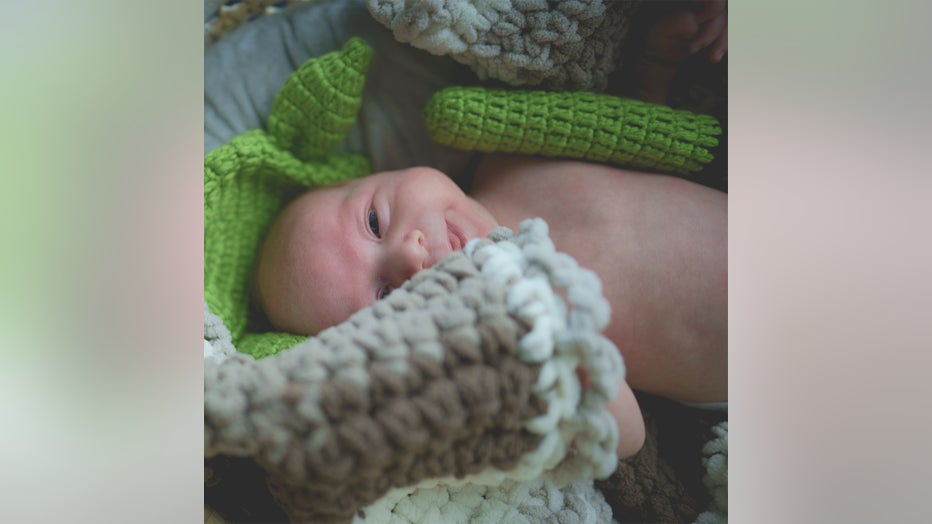 mandalorian florida couple newborn baby photoshoot yoda