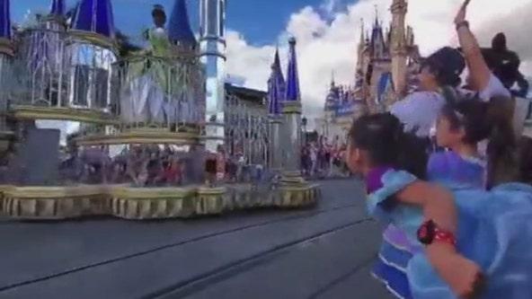 VIDEO: Little girl bows at Disney princesses at Magic Kingdom