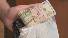 Police: Drivers grab spilled cash on I-285