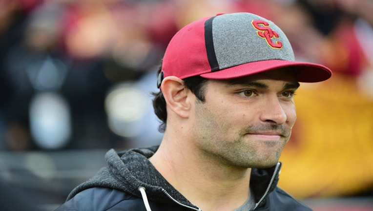 0565b392-mark sanchez getty_1542653437734.jpg-401720.jpg
