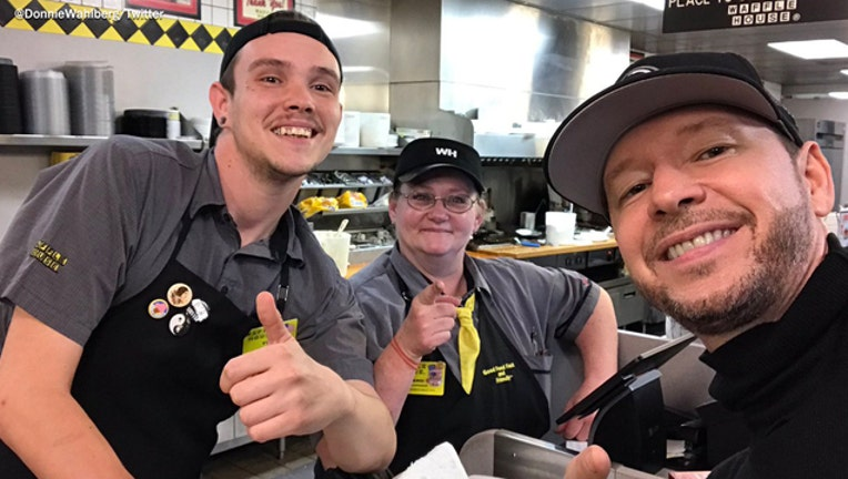 0f6e6bc1-Donnie Wahlberg at Waffle House-401720