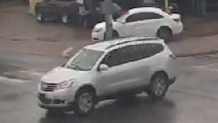 1bac6d56-Suspect vehicle robbery-beating_1499086266610.png