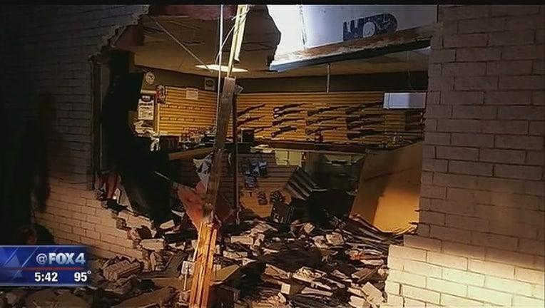 20c7adbc-Waxahachie_gun_store_burglarized_overnig_0_20160711232828