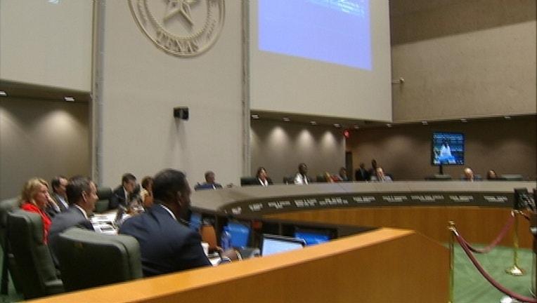 2b58456c-Dallas council chamber