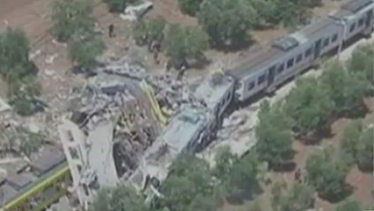 4fdd4a4e-Trains collide head-on in Italy-402970