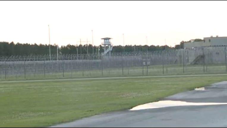 56829fc7-prison-riot_1523877093021-402970.jpg