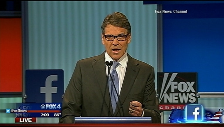 Perry stops paying campaign staff_1439306232253.jpg