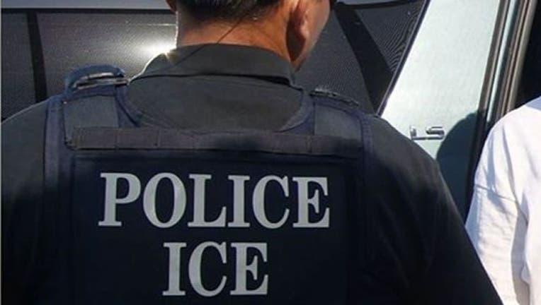 772e1d67-police-ice-agent_1456066503901-404023.jpg