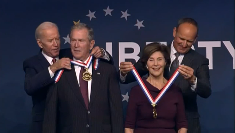 77700e8b-GEORGE_W__AND_LAURA_BUSH_RECEIVE_LIBERTY_MEDAL__VO_SOT___5510PJSA.mp4_00.00.36.14_1542032861795.png