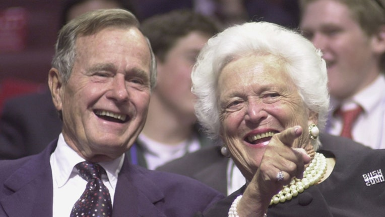 GETTY George and Barbara Bush at RNC 2000-401720
