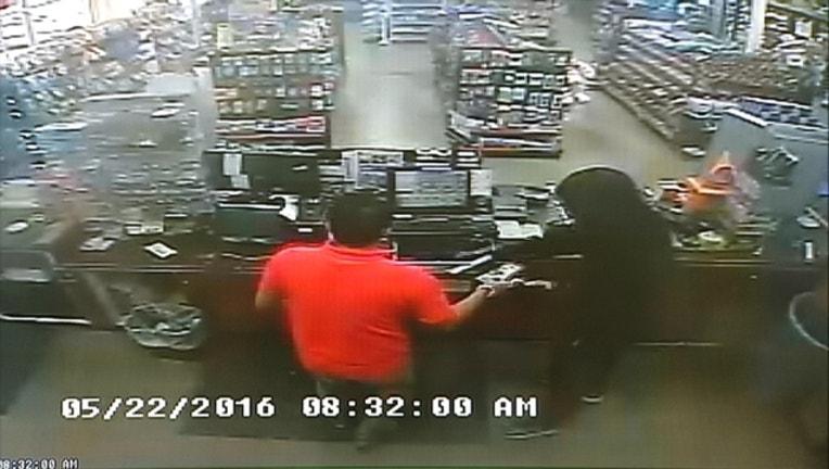 990c9a6b-FW shell robbery_1465421665259.jpg