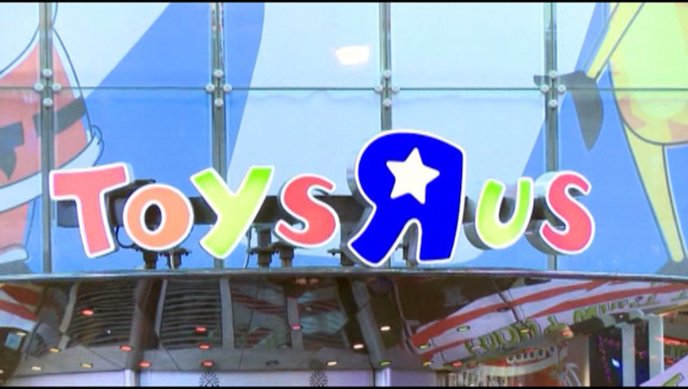 7A-V-TOYS R US _KDFWe5c4_146.mxf_00.00.00.05_1505823472971.png