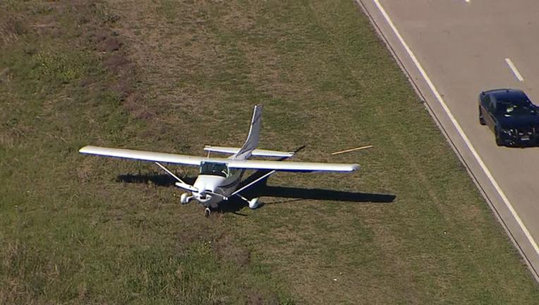 b65fa889-plane lands near 121