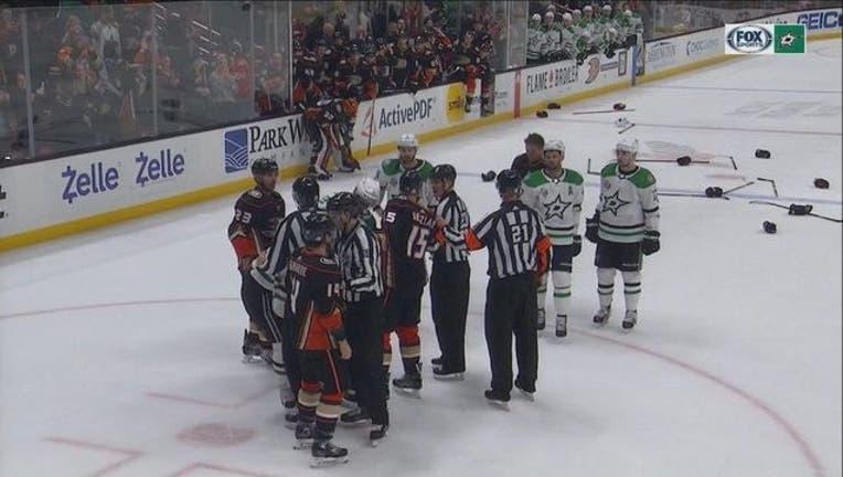 ba0cf3ec-Stars Ducks Fight_1519319084556.jpg.jpg