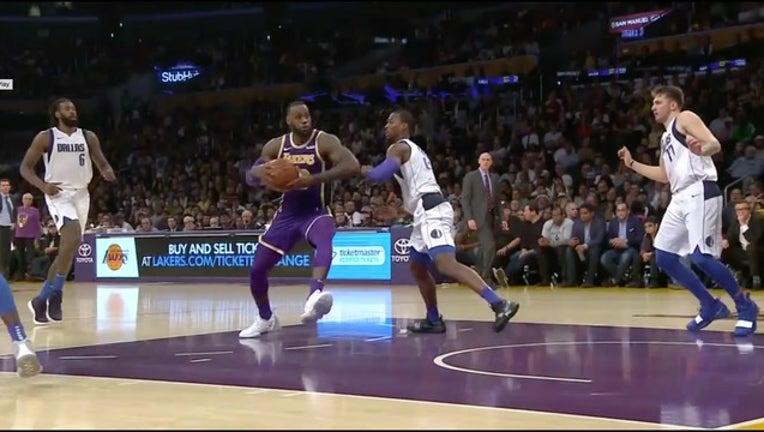 d4e96f77-LeBron James_Lakers_Mavericks_1541054110278.jpg