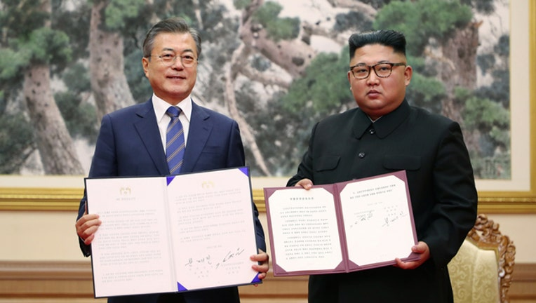 d8789bfc-GETTY Jae-In and Jong Un 091918-401720